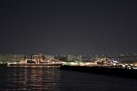 大阪 大阪湾に艦船が停泊の夜景