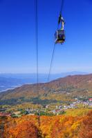 山形県 紅葉の蔵王ロープウェイ山麓線と蔵王温泉