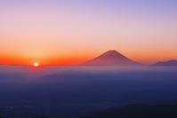 山梨県 櫛形林道より富士山と朝日