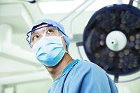 手術着を着た医者