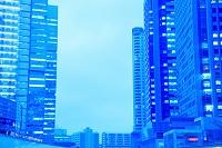 東京都 品川駅港南口の高層ビル群 夕景
