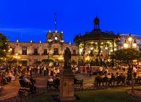 メキシコ グアダラハラ アルマス広場とハリスコ州庁舎/夜景