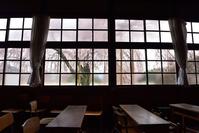 長野県 飯田市 杵原学校の教室と桜(旧山本中学校)