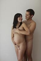 妊婦と男性のヌード