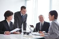 会議をするビジネスチーム
