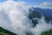 長野県 甲斐駒ヶ岳から湧く雲と北岳中央の山