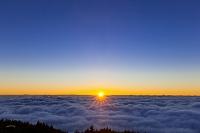 静岡県 富士山須走口五合目からの日の出と雲海