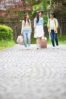 女子旅する日本人女性のグループ