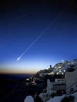 ギリシャの街に落ちる流れ星