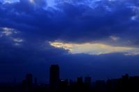 大阪府 雨雲と光芒
