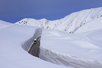 富山県 立山町 雪の大谷