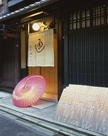 暖簾と和傘のイメージ