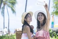 リゾートで写メを撮る20代日本人女性