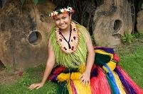 ヤップ島 民族衣装を着た女性
