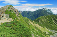 長野県 小仙丈岳の稜線と甲斐駒ヶ岳