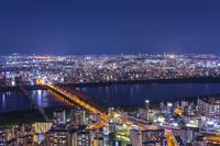 梅田スカイビルから望む大阪の夜景