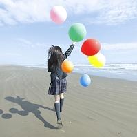 風船を持って走る日本人女子高生