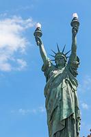 スペイン 両手を挙げた自由の女神像
