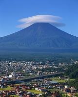 山梨県 二段笠の夏富士