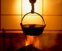 囲炉裏にかけた鍋