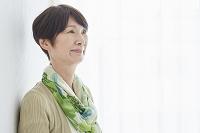 シニア日本人女性の横顔
