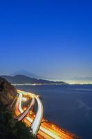 静岡県 薩た峠より富士山と東名高速道路