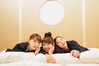 温泉旅館に宿泊する日本人女性