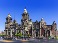 メキシコ メキシコ・シティ カテドラル(左)とサグラリオ礼拝...