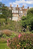イギリス ロンドン チェルシー薬草園 働く庭師