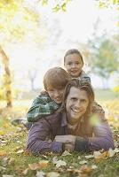 自然を楽しむ家族