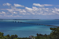 宮古島 伊良部大橋とサンゴ礁の海