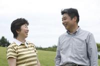草原の日本人シニア夫婦