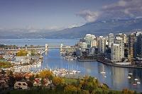 カナダ フォールスクリークのビル群
