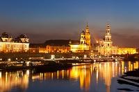 ドイツ ドレスデン旧市街とエルベ川夜景
