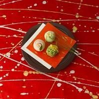 和紙の上の和菓子