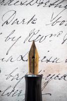 万年筆と古い文字