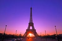 フランス パリ 朝日とエッフェル塔