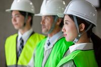 日本人男女の作業員