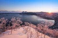 北海道 摩周湖 カムイシュ島と摩周岳