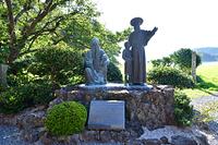 長崎県 五島の堂崎天主堂(教会)のマルマン神父とペルー神父像