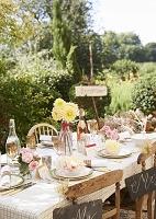 ガーデンウェディングのテーブルコーディネート