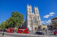イギリス ロンドン ウエストミンスター寺院と二階建てバス