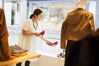 ショップで働く日本人女性