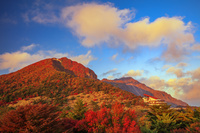 長崎県 夕日に染まる紅葉の仁田峠より妙見岳と平成新山
