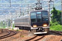 大阪府 東海道本線 カーブを曲がる321系普通電車