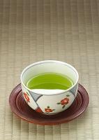 緑茶が入った茶碗