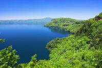 青森県 十和田湖 瞰湖台付近から御倉半島