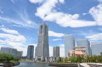青空とランドマークタワー