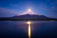 山梨県 山中湖よりパール富士