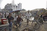バングラデシュ・クルナ チャイ屋とリキシャ
